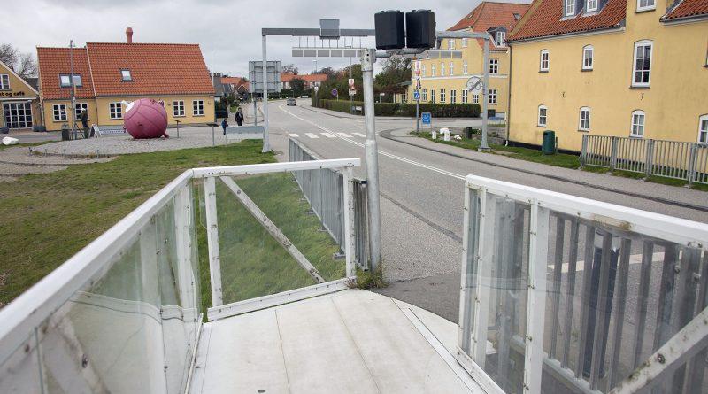 Forlængelse af fortovet på broen