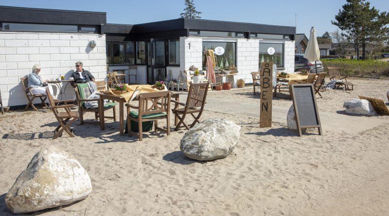 Kaffetørstigt ægtepar åbner café på stranden