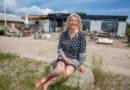 Tina får travlt i sommer på Kafenø